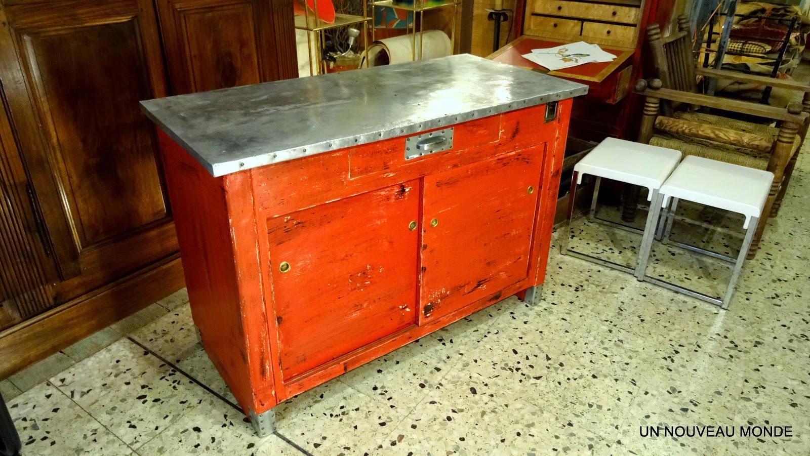 brocante d coration un nouveau monde meuble de m tier petit buffet zingu patine rouge. Black Bedroom Furniture Sets. Home Design Ideas