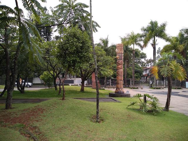 Jardim com esculturas do MuBE