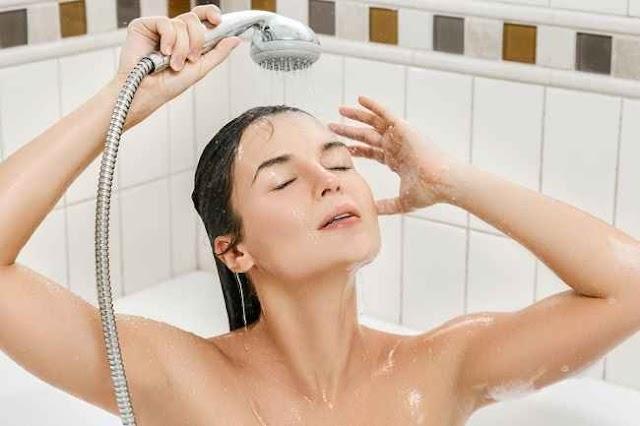 6 Manfaat Mengguyurkan Air Dingin Ketika Mandi