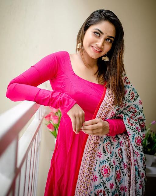 Shivani Narayanan (Serial Actress) HD Photos,Images(50