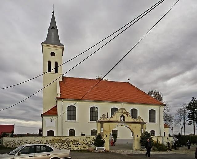 Białołęka, Pęcław, zabytki sakralne