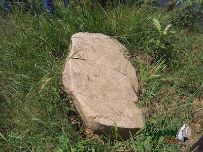 Pedra moledo para execução de banco de pedra.