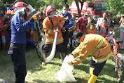Seekor Ular Phyton Besar Berhasil Ditangkap Warga Dan Petugas Damkar.