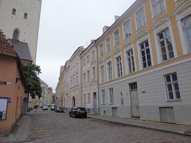 Calle Lai o calle ancha, una de las calles principales de Tallinn (@mibaulviajero)