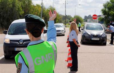 http://www.dn.pt/sociedade/interior/gnr-detem-dois-chineses-na-fronteira-do-caia-e-apreende-480-mil-euros-8467380.html