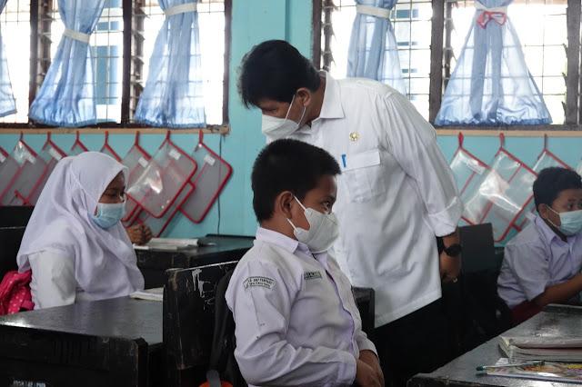 Staf Ahli Gubsu bersama Tim Satgas Covid-19 Tebingtinggi Tinjau Beberapa Sekolah Yang Melaksanakan PTM Terbatas