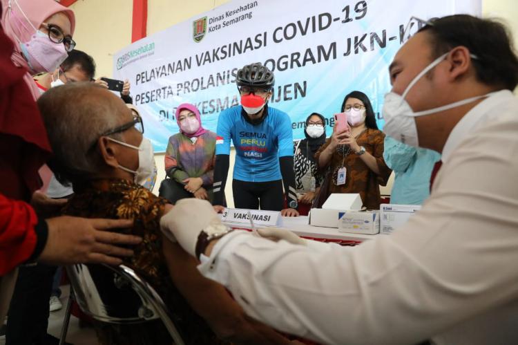 Ganjar Manfaatkan Data BPJS untuk Program Vaksinasi Komorbid