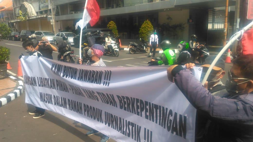 Aksi Damai Jurnalis Bela Negara di Kantor bank bjb