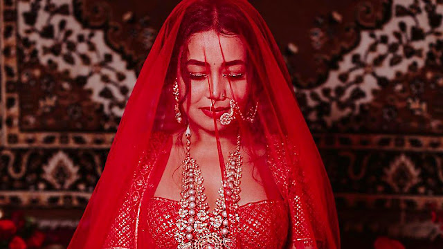 red-color-wedding-dress-is-a-sign-of-love
