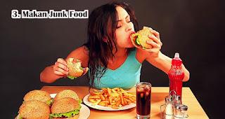 Makan Junk Food harus dihindari saat berbuka puasa