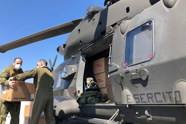 Elicotteri AVES trasportano dispositivi sanitari