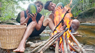 Survival Skills find fruit In Jungle