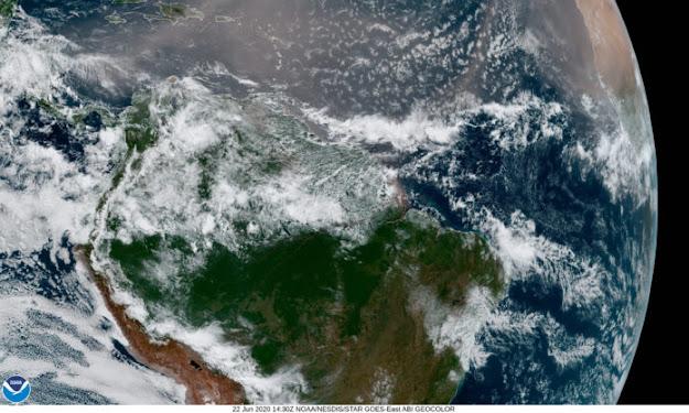 El polvo es básicamente roca triturada. Nutrientes en el polvo fertilizan tanto los suelos de la Amazonía como el océano. Imagen: NASA