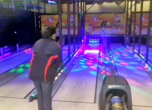 Neko Random: My Favorite Photos: Mini-Bowling