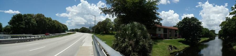 University Drive hacia el sur en Coral Springs con su carril para bicicletas