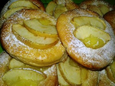 كريصات او بريوش بالكريم باتسيير و التفاح