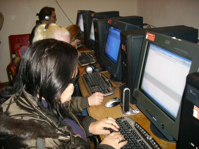 Kursi i kompjuterit foto 7