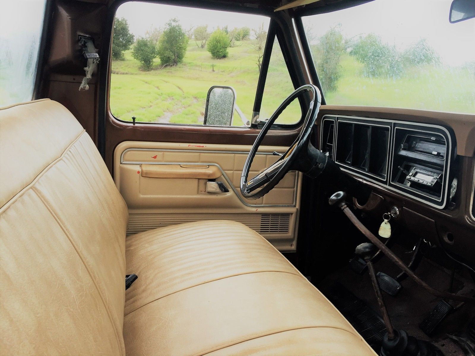 Daily Turismo What Can Brown Do 1976 Ford F 250 Highboy Ranger 1969 4x4 On The Other End Of That Ski Pole Sized Shifter Is A 4 Speed Manual Gearbox Hooked Up To 360 Cubic Inch Fe V8 Power Heads Dana 44 Axles Front And