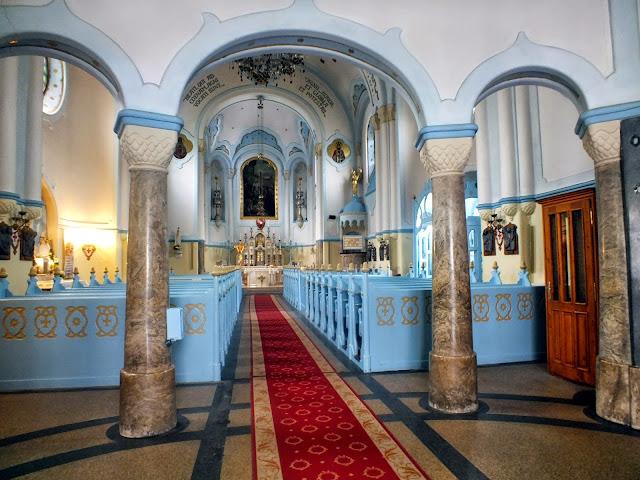 interior de la iglesia azul de bratislava