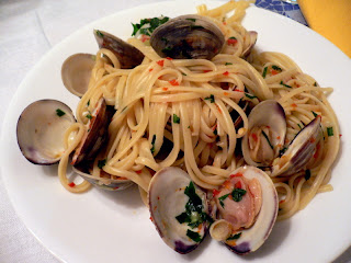 Linguine with Clams Arugula and Tomatoes
