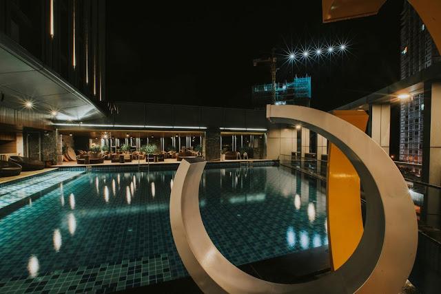 Bể bơi ngoài trời rộng lớn