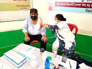 डीएम की पहल पर मीड़ियाकर्मियों व उनके परिजनों को लगी कोराना वैक्सीन  | #NayaSaberaNetwork