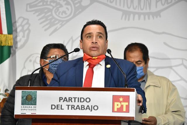 Denuncian presunto desvío de dinero en construcción de camino rural en Tlacotepec Plumas, Oaxaca