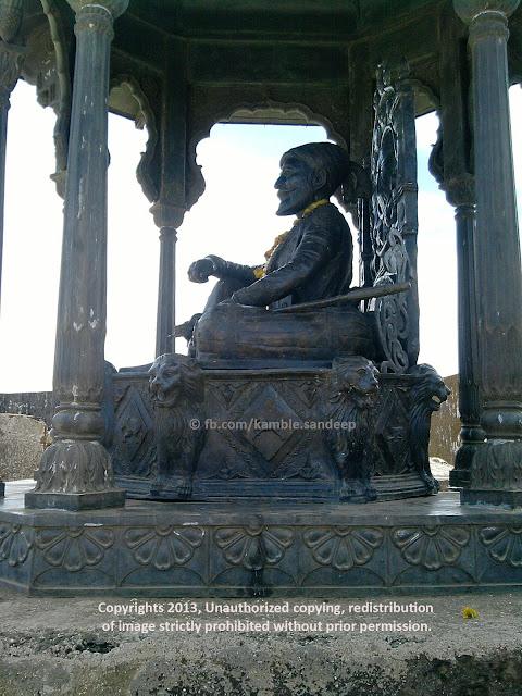 Shivaji Maharaj Statue, Raigad Fort