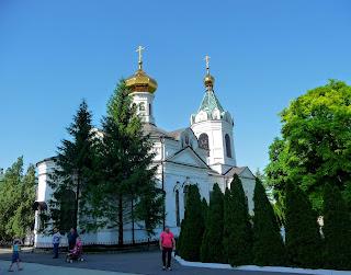 Микільське. Свято-Успенський Миколо-Василівський монастир