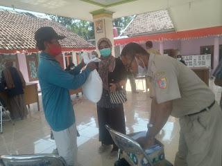 Ribuan Paket BSB Dibagikan di 8 Desa Kecamatan Gumukmas