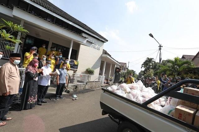 Mang Oded Bersama Pemuda dan DKM Masjid Husnul Khotimah Bagikan 6.000 Paket Sembako