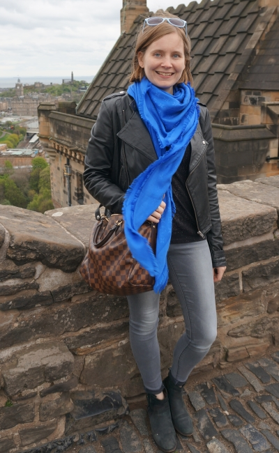 Edinburgh castle sightseeing outfit cobalt Louis Vuitton scarf monochrome jeans and tee outfit speedy bandouliere | awayfromblue