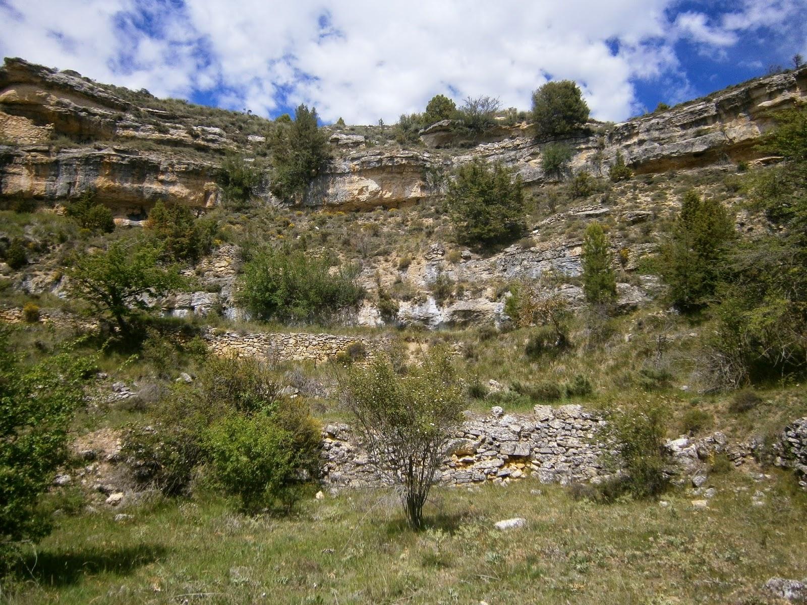 Interior de la Dolina del Cañigral, Albarracin (Teruel)