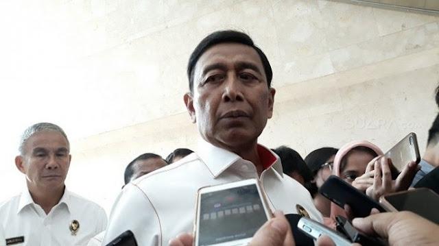Diprotes Warga Ambon, Wiranto ke Jurnalis: Sampeyan Dinginkan, Bukan Saya!