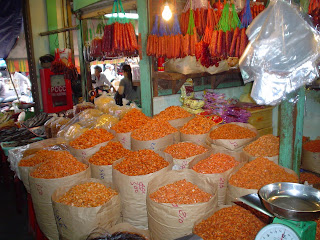 Flores en Mercado Ben Thanh. Ho Chi Minh. Vietnam