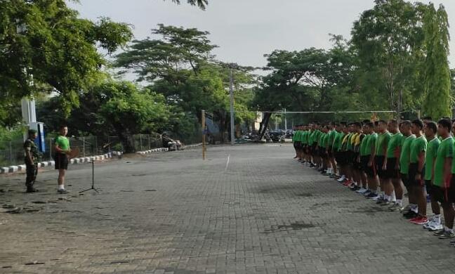 Pasi Lat Korem 141/Tp Mayor Arh Wahyu, Pimpin Apel Pagi