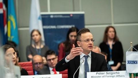 Szijjártó Péter: tarthatatlan az ukrajnai magyar kisebbség helyzete