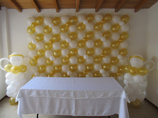 DECORACION PRIMERA COMUNION CON ANGELES ARCOS CON GLOBOS 1 RECREACIONISTAS MEDELLIN
