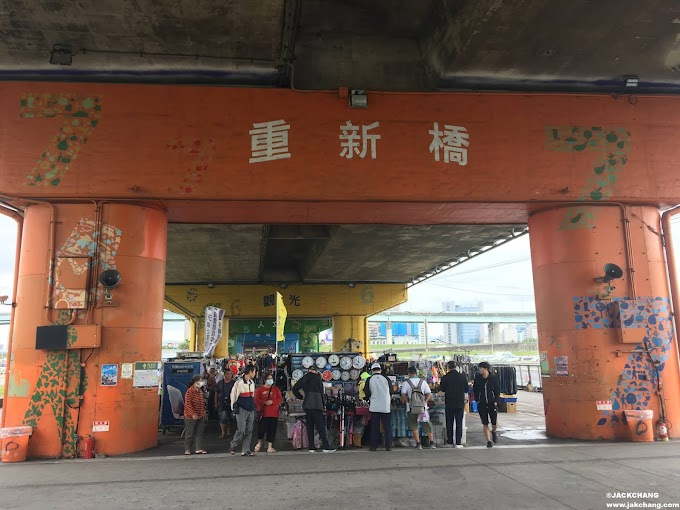 Life-New Taipei City,Sanchong,Chongxin bridge Tourist Market, second-hand flea market and many pork bone soups.