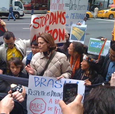 Atriz Sigourney Weaver e grupúsculos manifestam em New York contra Belo Monte