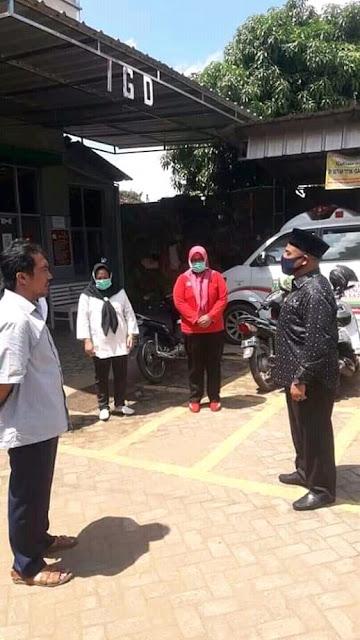 Abdullah Surajaya Bagikan Sembako Dan APD di puskesmas Wates