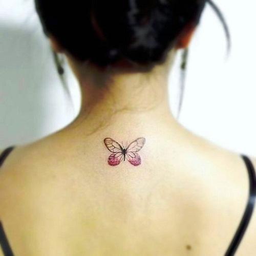 Cor-De-Rosa Superior De Trás Da Tatuagem De Borboleta