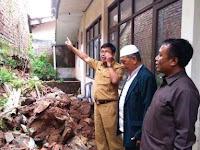 Kantor Kemenag Kota Cirebon Tetimpa Tanah Longsor