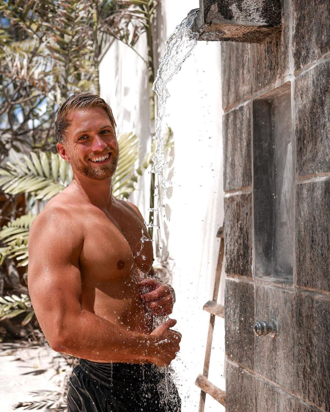 cute-beefy-fit-shirtless-bearded-daddy-smiling-showering-outdoors-hot-beta-men