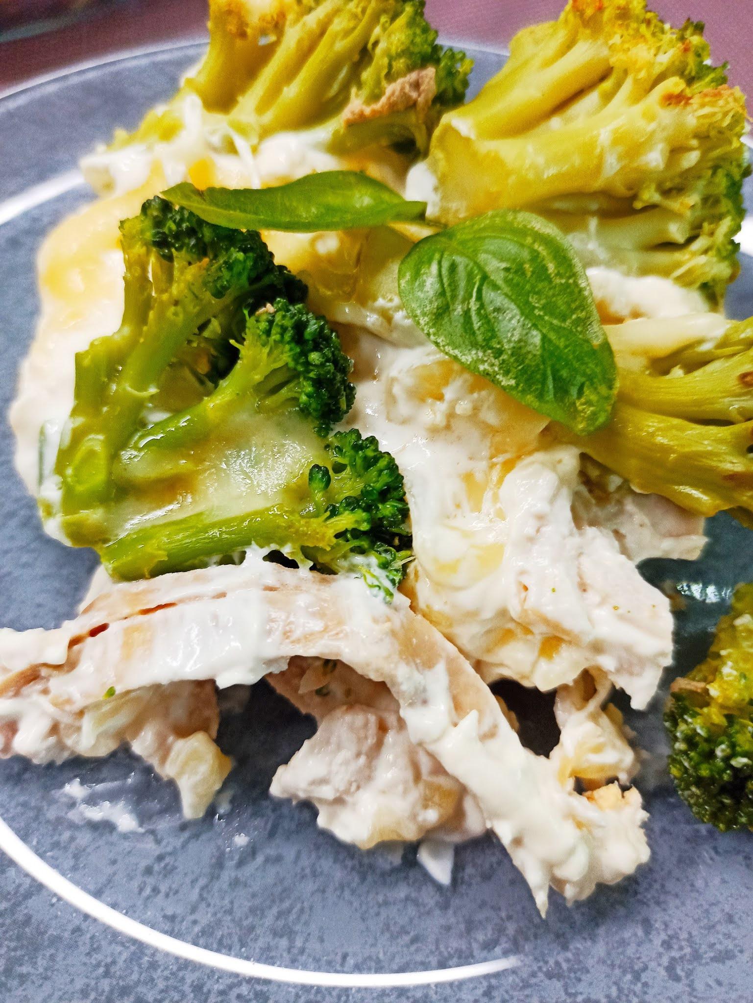 Piersi z kurczaka zapiekane z brokułem