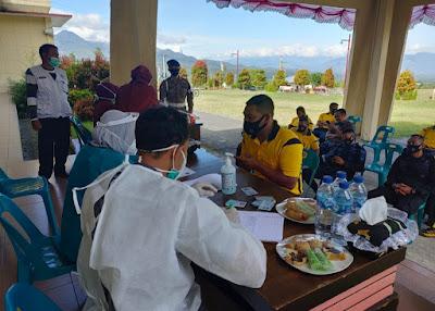 Brimob dan Bhayangkari di Tes Swab Anti Gen di Kompi 3 Batalyon B Pelopor