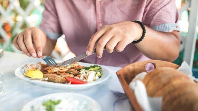Os microplásticos nos alimentos são uma ameaça à sua saúde?