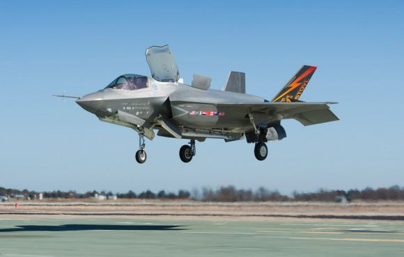 F-35B mendarat/lepas landas vertikal