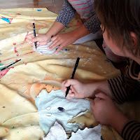 bricolage création activité halloween dessin fantome peinture feuille maternelle
