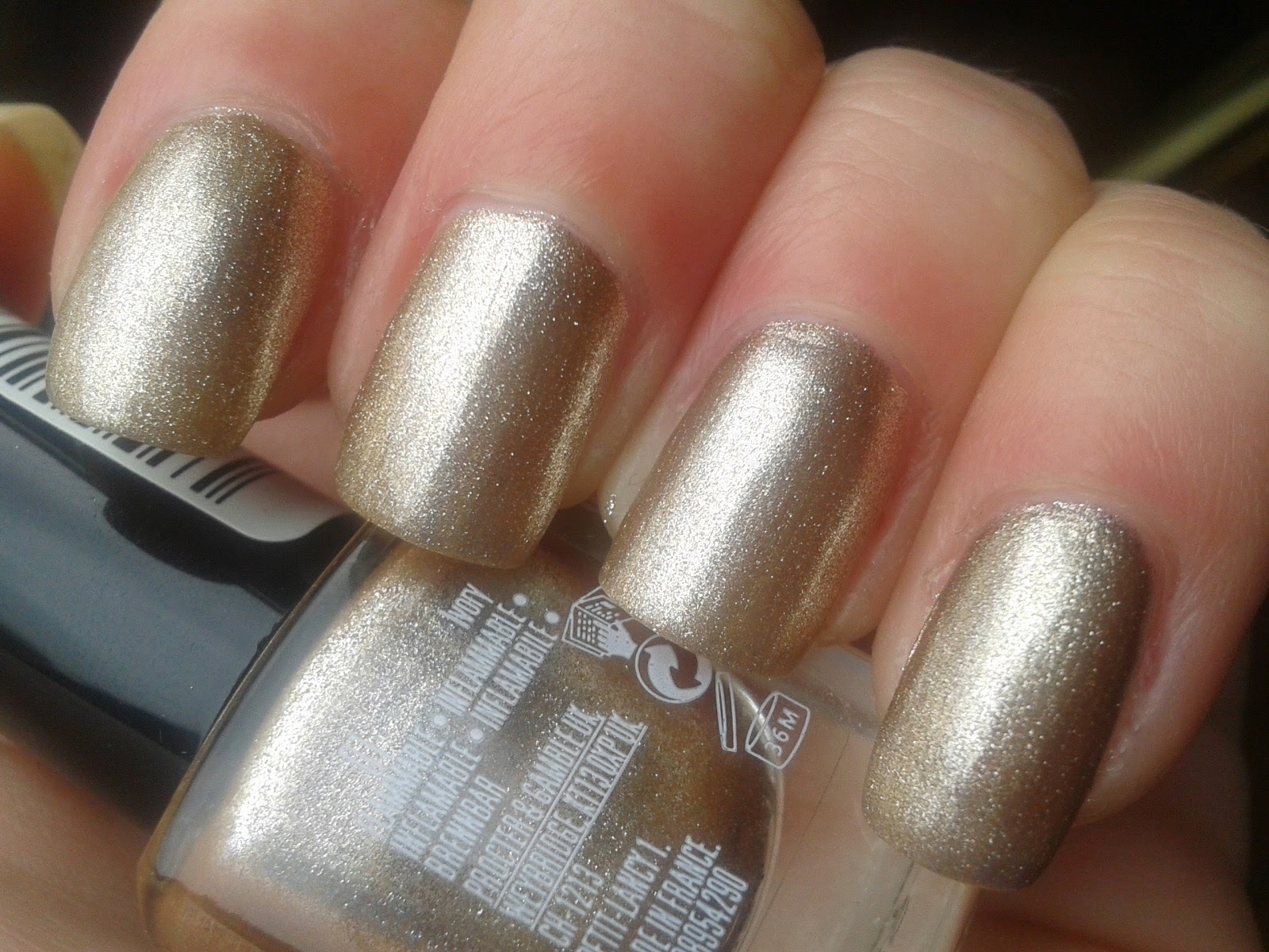 MaxFactor-Ivory-maxeffect-nail-polish-swatch-picture